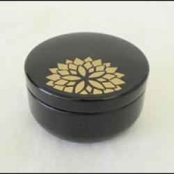 Petite Boîte à thé japonaise noire et or