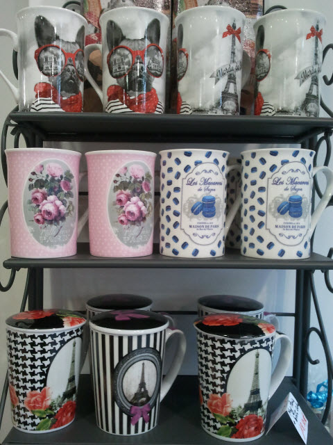 de nouveaux mugs pour l 39 t paris macaron chien et tour eiffel au manoir des ar mes. Black Bedroom Furniture Sets. Home Design Ideas